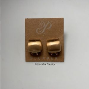 Plunder Adena Earrings Brushed gold squares.